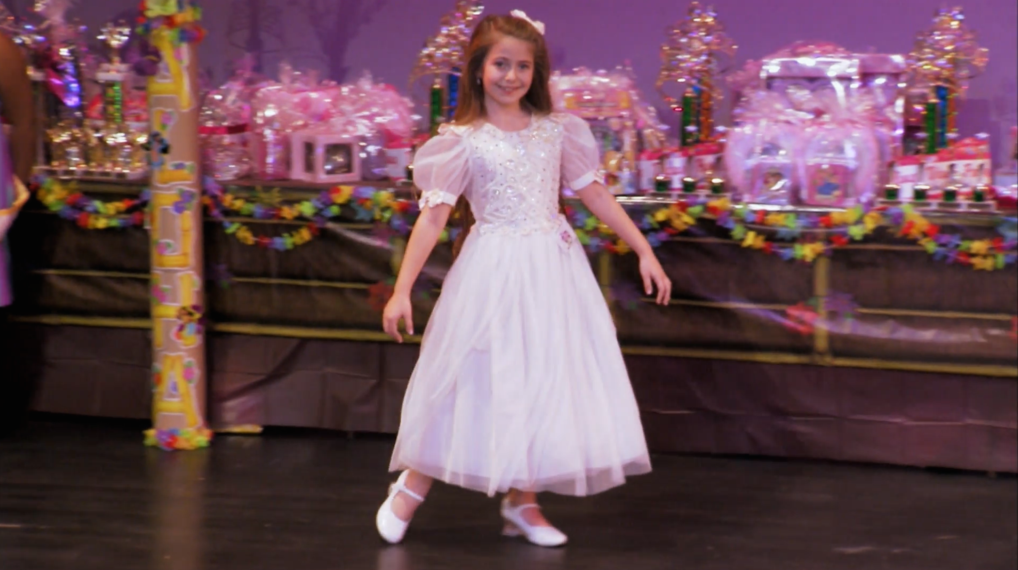I feel so bad for Liana in this episode, a girl with 42\u2033 hair and the wrong pageant clothes. Instead of a cupcake dress, she wears something akin to a first